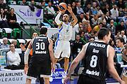 DESCRIZIONE : Eurolega Euroleague 2014/15 Gir.A Dinamo Banco di Sardegna Sassari - Real Madrid<br /> GIOCATORE : David Logan<br /> CATEGORIA : Tiro Tre Punti<br /> SQUADRA : Dinamo Banco di Sardegna Sassari<br /> EVENTO : Eurolega Euroleague 2014/2015<br /> GARA : Dinamo Banco di Sardegna Sassari - Real Madrid<br /> DATA : 12/12/2014<br /> SPORT : Pallacanestro <br /> AUTORE : Agenzia Ciamillo-Castoria / Luigi Canu<br /> Galleria : Eurolega Euroleague 2014/2015<br /> Fotonotizia : Eurolega Euroleague 2014/15 Gir.A Dinamo Banco di Sardegna Sassari - Real Madrid<br /> Predefinita :
