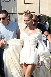 July 2, 2019 - Paris, France - Celine Dion sort de l'hotel Crillon a Paris. Celine Dion is leaving her Hotel in Paris.....242477 0000-00-00  Paris France.. Dion, Céline (Credit Image: © Sebastien Fremont/Starface via ZUMA Press)