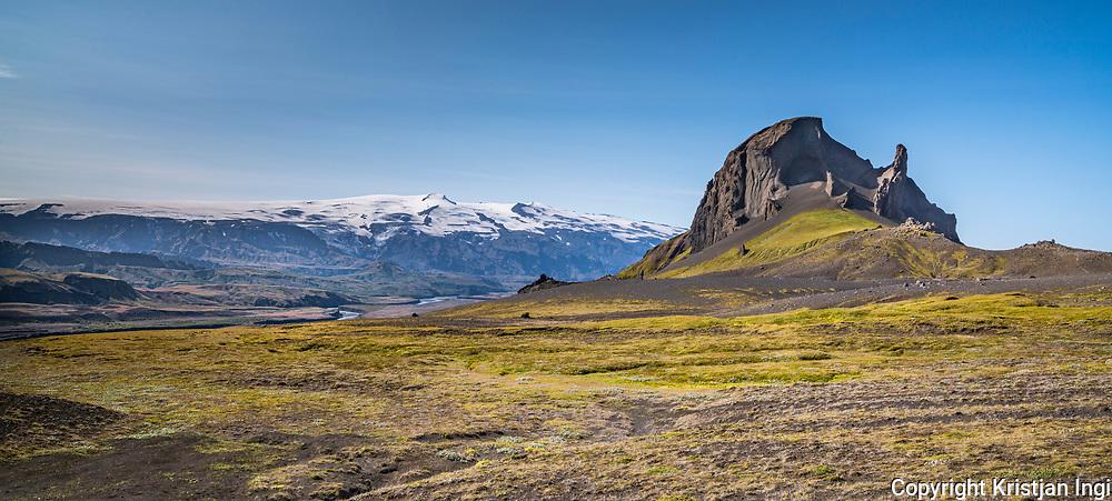 The peak Einhyrningur, with Eyjafjallajökull in the background