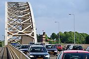 Nederland, Nijmegen, 23-5-2006..De Waalbrug van Nijmegen. Het KAN heeft voorspeld dat als er geen extra brug komt in 5 jaar tijd het verkeer over de A 325 van Arnhem naar Nijmegen vastgelopen zal zijn. Deze brug is de enige toegangsweg uit het noorden, de Betuwe. ..Foto: Flip Franssen/Hollandse Hoogte