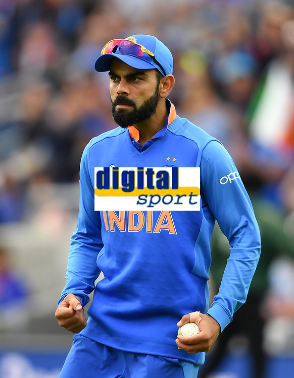 Cricket - 2019 ICC Cricket World Cup - Group Stage: India vs. Australia<br /> <br /> India's Virat Kohli celebrates taking the catch to dismiss Australia's Nathan Coulter-Nile, at The Kia Oval.<br /> <br /> COLORSPORT/ASHLEY WESTERN