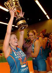 08-10-2006 VOLLEYBAL: SUPERCUP DELA MARTINUS - PLANTINA LONGA: DOETINCHEM<br /> Martinus wint vrij eenvoudig met 3-0 van Longa en pakt de Supercup / Riette Fledderus<br /> ©2006: WWW.FOTOHOOGENDOORN.NL