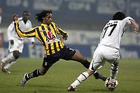 Fotball<br /> Efes cup 4 i Tyrkia<br /> Besiktas v Vitesse Arnheim<br /> 9. januar 2005<br /> Foto: Digitalsport<br /> NORWAY ONLY<br /> youssouf hersi tikt de bal ahmed hassan