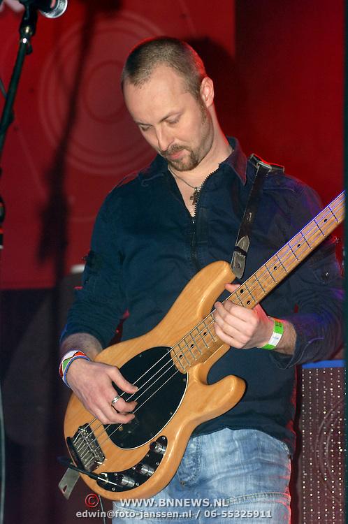 NLD/Amsterdam/20060312 - Uitreiking 3FM awards 2006, Optreden BLOF, bassist Peter Slager