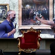 NLD/Den Haag/20200724 - Willy Wartaal bestijgt de troon in het Mauritshuis, Willy Wartaal