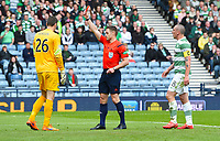 19/04/15 WILLIAM HILL SCOTTISH CUP SEMI-FINAL<br /> INVERNESS CT v CELTIC<br /> HAMPDEN - GLASGOW<br /> Celtic goalkeeper Craig Gordon (left) is sent off by referee Steven McLean