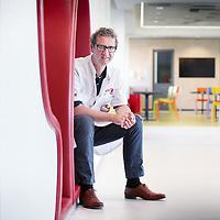 Nederland, Amsterdam, 5 juni 2015.<br /> Hans van Goudoever als kwartiermaker Vrouw-Kindcentrum van het AMC<br /> <br /> <br /> Foto: Jean-Pierre Jans