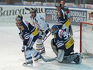 Ambris Pierre Hedin, Torhueter Thomas Baeumle, Martin Hoehener und Luganos Valentin Wirz © Pascal Gabriel