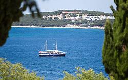 THEMENBILD - URLAUB IN KROATIEN, ein Schiff in der Nähe des Hafens, aufgenommen am 03.07.2014 in Rovinj, Kroatien // A ship near the harbor in Rovinj, Croatia on 2014/07/03. EXPA Pictures © 2014, PhotoCredit: EXPA/ JFK