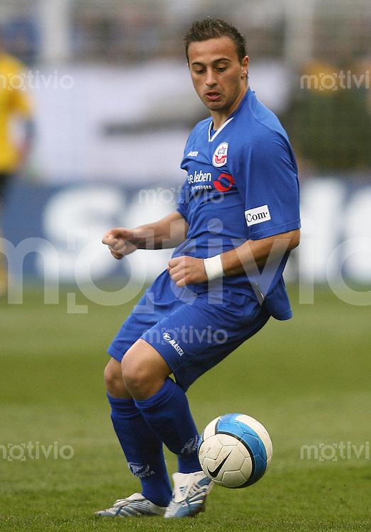 Jena , 300307 , Saison 2006/2007 ; Fussball 2.Bundesliga FC Carl Zeiss Jena - Hansa Rostock  Zafer YELEN (Rostock) am Ball