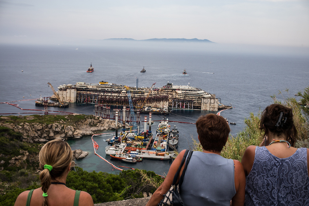 The Costa Concordia wreck refloat operation continues, but the wheater is getting worst