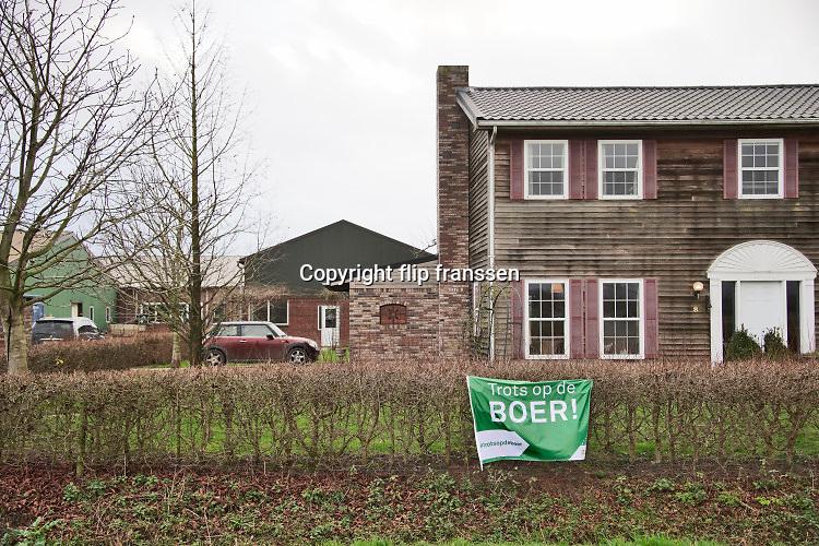 Nederland, Beneden Leeuwen, 11-2-2020Boeren  in het land van maas en waal protesteren tegen de maatregelen die hun worden opgelegd om het stikstofprobleem op te lossen. Slogan Trots op de boer moet de beeldvorming van het boerdenbedrijf en de voedselproductie gunstig beinvloeden . Foto: Flip Franssen