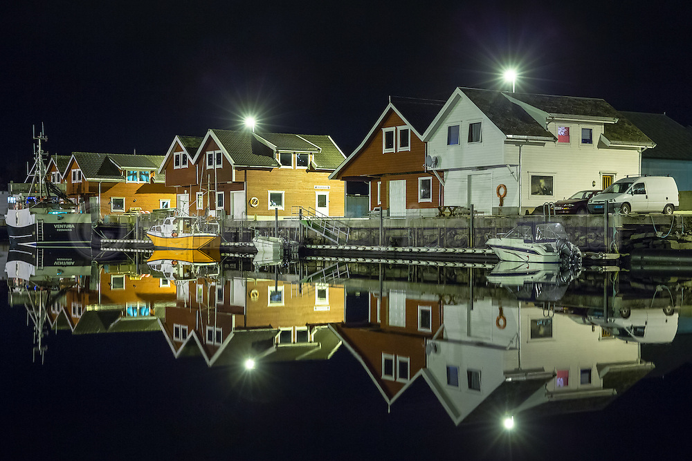 Reflection by night at Leine harbour, Norway | Refleksjon en sen kveld ved Leine havn