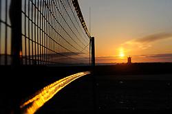 01-06-2012 VOLLEYBAL: EK BEACHVOLLEYBAL: SCHEVENINGEN<br /> Avondzonnetje bij EK Beachvolleybal, creatief illustratief zon, sunset<br /> ©2012-FotoHoogendoorn.nl