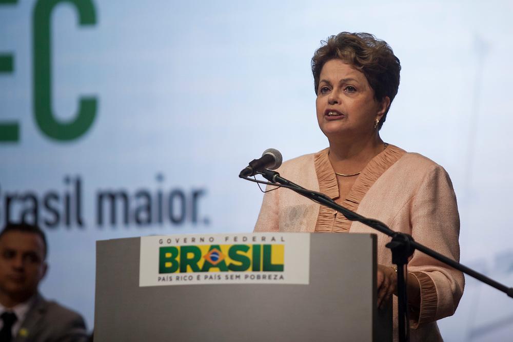 Belo Horizonte_MG, Brasil.<br /> <br /> Presidente Dilma Rousseff faz entrega de diplomas de formandos do PRONATEC em sonelidade no Minascentro, Belo Horizonte, Minas Gerais.<br /> <br /> Brazilian president Dilma Rousseff giving diploma of PRONATEC in Minascentro, Belo Horizonte, Minas Gerais.<br /> Foto: ALEXANDRE MOTA / NITRO