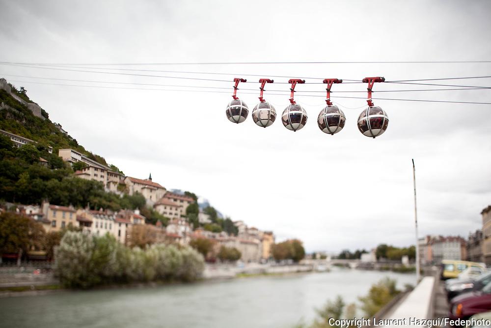 Septembre 2011. Grenoble. éléphérique pour monter à la Bastille de Grenoble, point culminant à l'extrémité sud de la Chartreuse, qui surplombe, au nord, la ville de Grenoble.