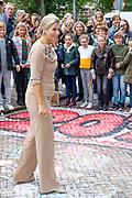 Koningin Maxima en prinses Mabel tijdens de Conferentie voor Mental Health and Psychosocial Support in het Koninklijk Instituut voor de Tropen. <br /> <br /> Queen Maxima and Princess Mabel during the Conference for Mental Health and Psychosocial Support at the Royal Tropical Institute.<br /> <br /> Op de foto / On the photo:  Koningin Maxima / Queen Maxima