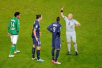 FOOTBALL - FRENCH CHAMPIONSHIP 2012/2013 - L1 - PARIS SAINT GERMAIN v AS SAINT ETIENNE  - 3/11/2012 - PHOTO JEAN MARIE HERVIO / REGAMEDIA / DPPI - RED CARD ZLATAN IBRAHIMOVIC (PSG) / LAURENT DUHAMEL (REF)
