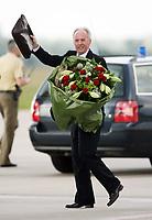 Photo: Chris Ratcliffe.<br />England arrival at Baden Airpot. 05/06/2006.<br />Sven Goran Eriksson is all smiles as England land at Baden Baden.