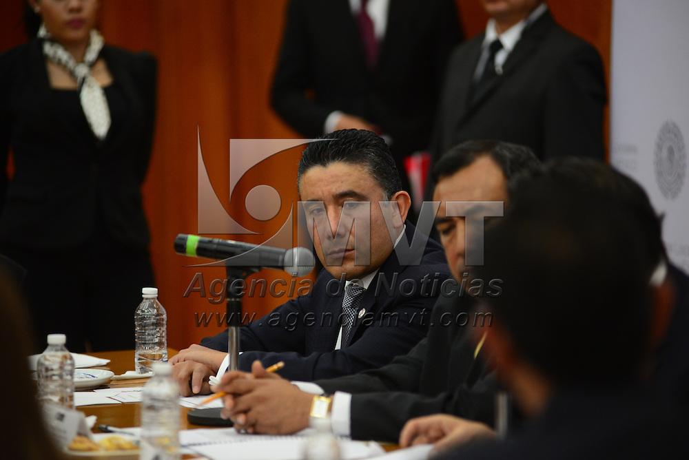 Toluca, Méx.- El diputado Cruz Juvenal Roa Sánchez durante la instalación de la Comisión Legislativa de Asuntos Metropolitanos en el salón Benito Juárez de la Cámara de Diputados. Agencia MVT / Crisanta Espinosa