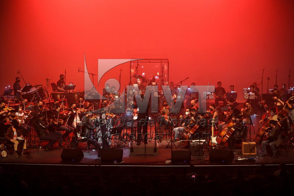 """Toluca, México.- La Orquesta Filarmónica de Toluca celebra el día del padre con un concierto titulado """"Renacimiento"""", en el Teatro Morelos. Agencia MVT / Ramsés Mercado."""