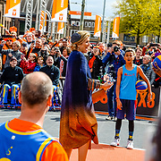 NLD/Tilburg/20170427- Koningsdag 2017, Maxima aan het basketballen