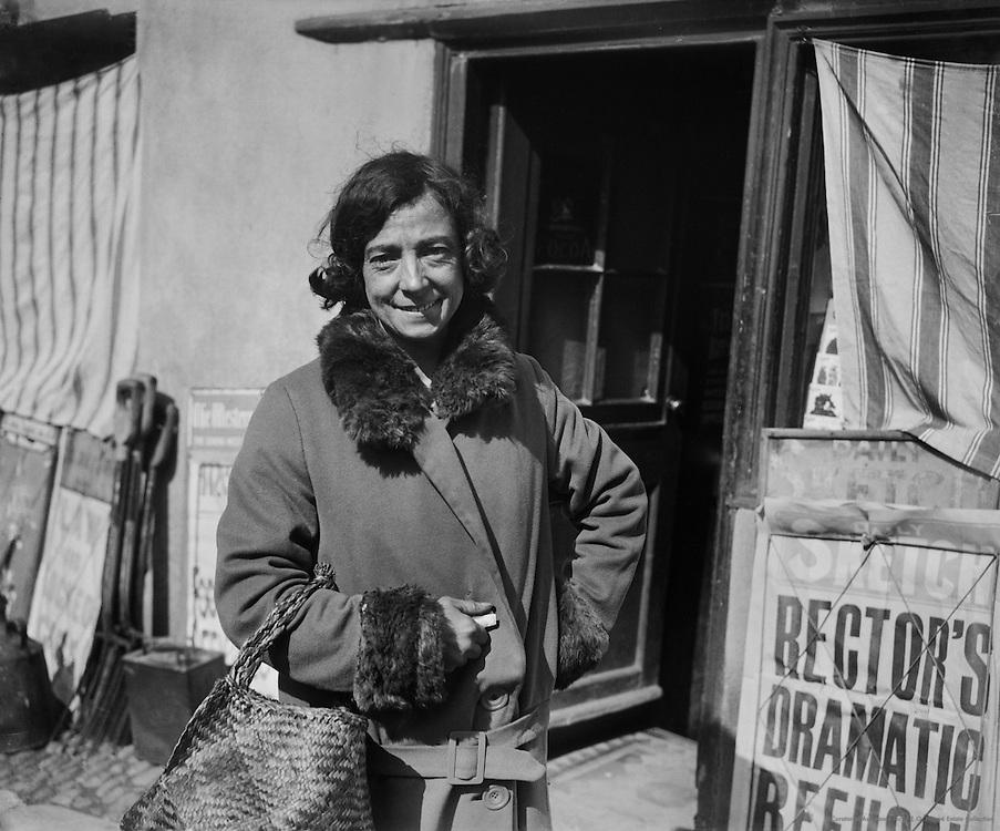 Type: Spanish Woman, Polperro Harbour, Cornwall, England, 1925