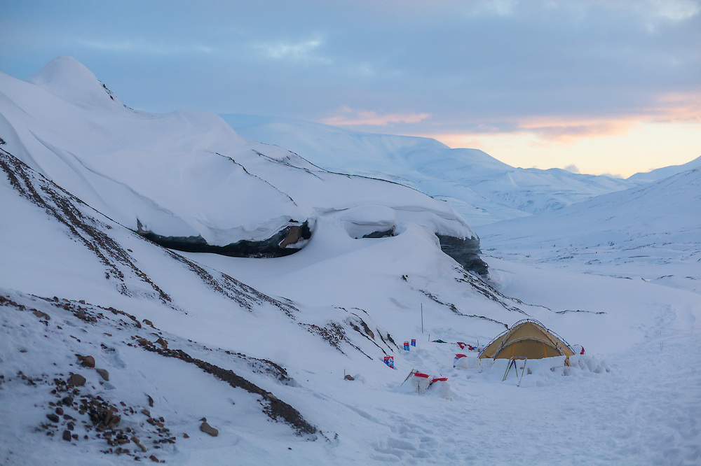 """One of explorer """"Polar Bear""""'s (Fjell Tours) tents on Tellbreen, Svalbard during his overwinter """"Where is the Sun?"""" expedition on the glacier."""