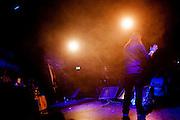 Josse Kok (1983) draagt zijn gedicht voor. In Utrecht vindt het tiende Nationaal Kampioenschap Poetry Slam plaats. Negen dichters dragen eigen werk voor en door middel van een applausmeting en een jury wordt bepaald wie naar de finale gaat. Tijdens de finalebattle, waarbij de twee finalisten gedichten tegen elkaar voordragen, bepaalt het publiek wie de uiteindelijke winnaar wordt.<br /> <br /> Josse Kok (1983) is reciting his poems. In Utrecht the tenth Dutch Championship Poetry Slam is taking place. Nine poets recite their own works, and through an applause measurement and a jury is determined who goes to the finals. During the final battle, the two finalists recite poems against each other, the audience determines who the winner is.