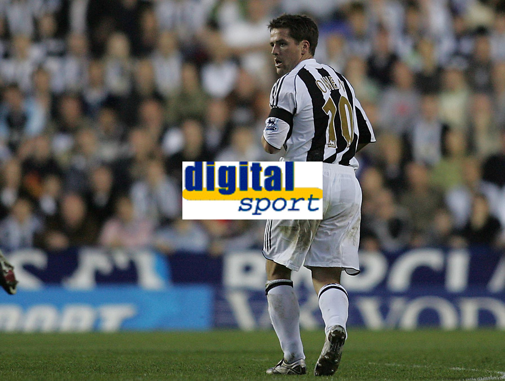 Photo: Lee Earle.<br /> Reading v Newcastle United. The Barclays Premiership. 30/04/2007.Michael Owen makes his return for Newcastle.