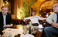 Fotball, 3. juni 2005, Norge, Kristofer Hæstad og agent Rune Hauge og pappa Kai Hæstad