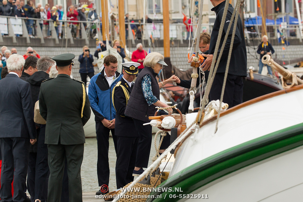 NLD/Lelystad/20180614 - Prinses Beatrix aanwezig bij de viering 100 jaar Zuiderzeewet in Biddinghuizen en Lelystad, Prinses Beatrix aan het zeilen op de Groene Draeck, Princess Beatrix during the fleet review on her sailingship, the Groene Draeck, during the celebrations of 100 year Zuiderzee in Lelystad and Biddinghuizen