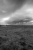 Mørke skyer over horisonten.