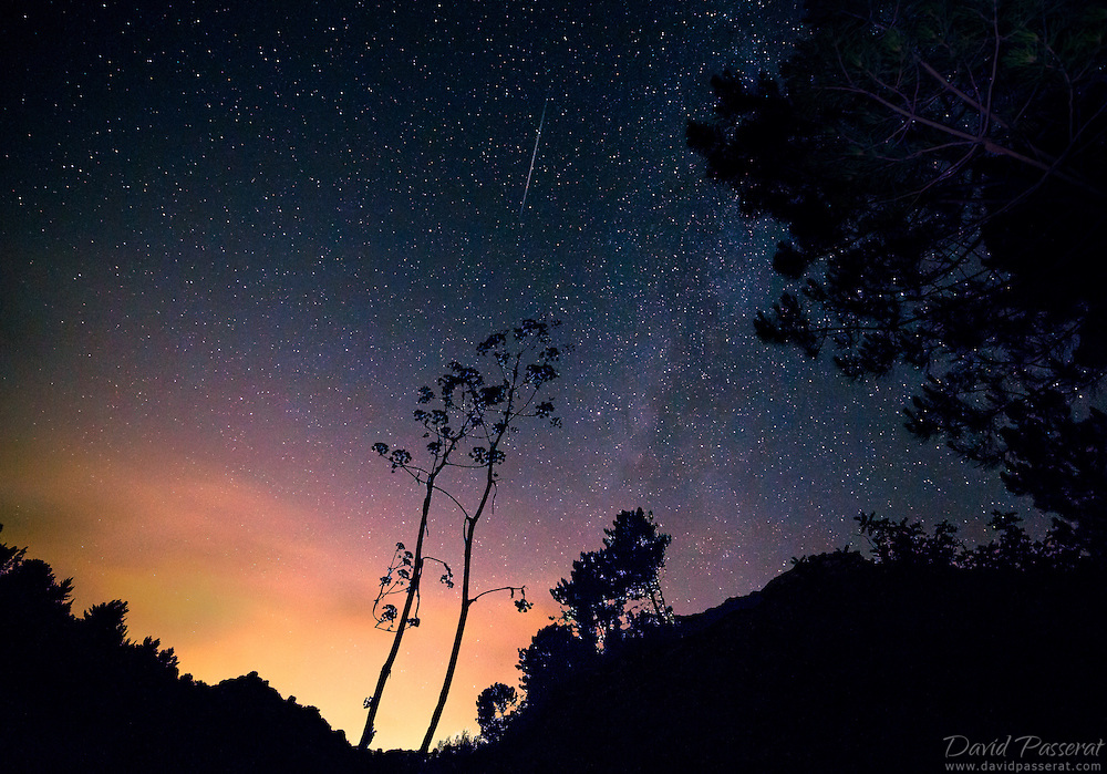 A comet rides through the andalusian sky in Ojen in the night of the Perseids<br /> .