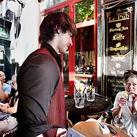 Nederland, Amsterdam , 12 augustus 2012..De Horeca wordt binnenkort verplicht gratis kraanwater aan te bieden. Dit is een voorstel van Groen Links..Een aantal horecazaken zoals le Pub op Leidscheplein doen het sowieso al..Foto:Jean-Pierre Jans