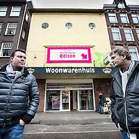 Nederland, Amsterdam , 1 december 2011..AMSTERDAM - Elandsgracht 92, waarin tot 1961 het Edisontheater zat, dreigt te worden gesloopt om er een hotel met 49 kamers te bouwen..Op de foto projectontwikkelaars Leon Vink (l) en Joop Bruns die het pand hebben gekocht..De buurt is erg tegen de sloop.....Foto:Jean-Pierre Jans
