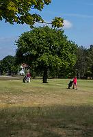 TILBURG -   hole 9 De Blaak. Century hole, boom met clubhuis. PRISE D'EAU GOLF, golfbaan.  COPYRIGHT KOEN SUYK