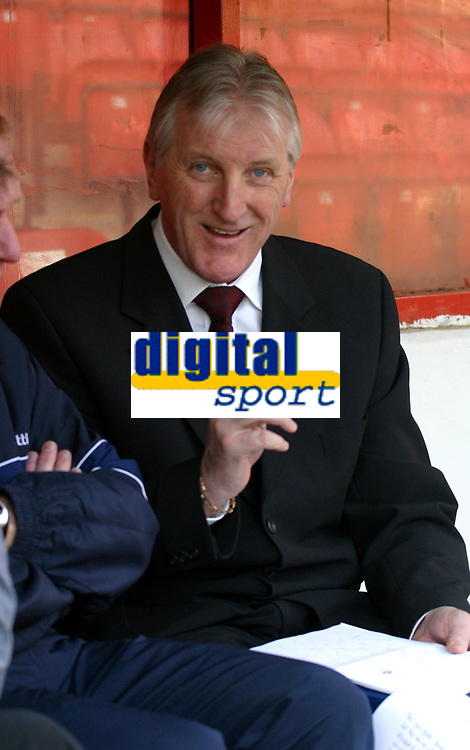 Photo: Dave Linney.<br /> Walsall v Oldham Athletic. Coca Cola League 1. 18/02/2006.<br /> Oldham manager Ronnie Moore.