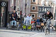 In Nijmegen vindt voor de vierde keer het internationale bakfietstreffen aan. Tijdens het tweedaags evenement wisselen bedrijven en bakfietsers ervaringen uit. Bakfietsen worden in heel Europa steeds vaker ingezet, zowel door particulieren als bedrijven. Het is een duurzame vorm van transport en biedt veel voordelen.<br /> <br /> In Nijmegen for the third time the International Cargo Bike Festival is hold. The two-day event focuses on the use and users of cargobikes. Cargo bikes are increasingly being deployed across Europe, both individuals and businesses. It is a sustainable form of transport and offers many advantages.