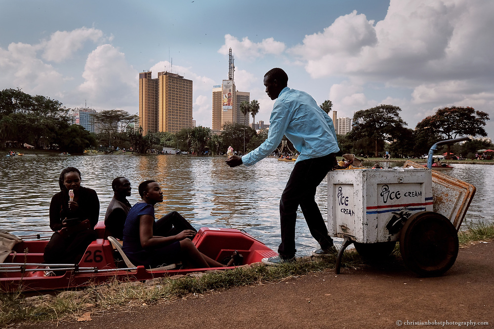 Uhuru Park at the city center with it´s small lake where locals love to rent pedalos and eat ice cream.