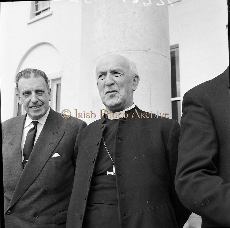 President Eamon De Valera receives the Archbishop of Canterbury, Geoffrey Fisher, at Áras an Uachtarain..27.04.1961