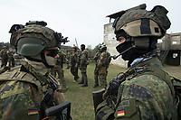 """03 APR 2012, LEHNIN/GERMANY:<br /> Soldaten warten auf den Beginn der Uebung, Kampfschwimmer der Bundeswehr trainieren """"an Land"""" infanteristische Kampf, hier Haeuserkampf- und Geiselbefreiungsszenarien auf einem Truppenuebungsplatz<br /> IMAGE: 20120403-01-006<br /> KEYWORDS: Marine, Bundesmarine, Soldat, Soldaten, Armee, Streitkraefte, Spezialkraefte, Spezialkräfte, Kommandoeinsatz, Übung, Uebung, Training, Spezialisierten Einsatzkraeften Marine, Waffentaucher"""