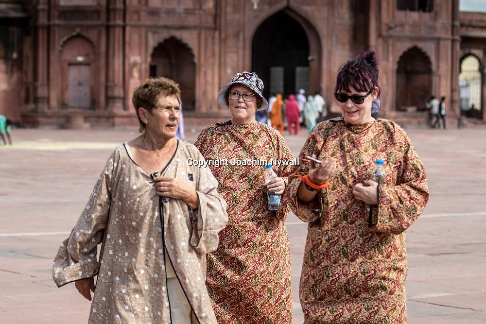 2019 09 27 Delhi India Old Delhi<br /> Jama Masjid i Delhi, är huvudmoskén i Old Delhi<br /> Birgitta Eva och Kicki<br /> <br /> ----<br /> FOTO : JOACHIM NYWALL KOD 0708840825_1<br /> COPYRIGHT JOACHIM NYWALL<br /> <br /> ***BETALBILD***<br /> Redovisas till <br /> NYWALL MEDIA AB<br /> Strandgatan 30<br /> 461 31 Trollhättan<br /> Prislista enl BLF , om inget annat avtalas.