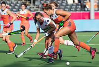 ANTWERPEN - Frederique Matla (Ned) met Cristina Guinea (Esp)    tijdens  hockeywedstrijd  dames,Nederland-Spanje (1-1) ,   bij het Europees kampioenschap hockey.   COPYRIGHT KOEN SUYK