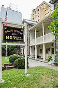 Originally built as a carriage house for a country estate in 1799, the building was converted to a hotel in 1826, in an area then far from the bustle of the city.