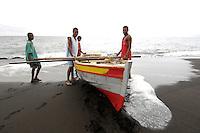 09 JAN 2006, SAO FELIPE/FOGO/CAPE VERDE:<br /> Fischer landen ihr Boot am Strand an, in der Naehe von  Sao Felipe, Insel Fogo, Kapverdischen Inseln<br /> Fisherman ar elanding with their boats on the beach, near to Sao Felipe,  island Fogo, Cape verde islands<br /> IMAGE: 20060109-01-023<br /> KEYWORDS: Travel, Reise, Natur, nature, Meer, sea, seaside, Küste, Kueste, coast, cabo verde, Dritte Welt, Third World, Kapverden, Fischfang, Schiff, meer, Sea,