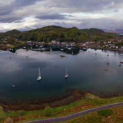 Vila de Ullapool (paisagem) fotografado na Escócia, na Europa. Registro feito em 2019.<br /> ⠀<br /> ⠀<br /> <br /> <br /> <br /> <br /> ENGLISH: Ullapool village photographed in Scotland, in Europe. Picture made in 2019.