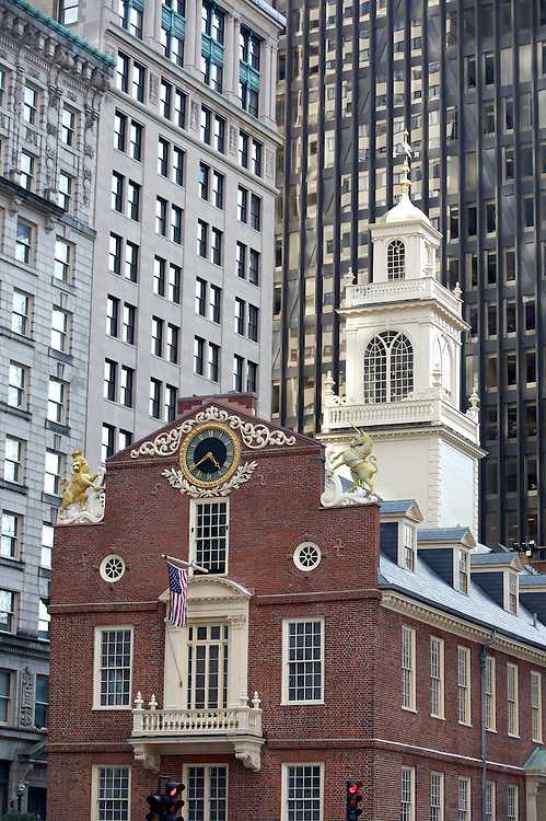 UNITED STATES-BOSTON-The Old State House. PHOTO: GERRIT DE HEUS. .VERENIGDE STATEN-BOSTON-Het Old State House tussen wolkenkrabbers langs de route van The Freedom Trail . Een wandelroute langs historische plekken in de stad. PHOTO GERRIT DE HEUS