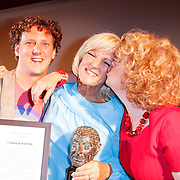NLD/Amsterdam/20120610 -Uitreiking Johan Kaartprijs 2012, Jochem Meijer en Brigitte Kaandorp feliciteren Tineke Schouten met haar prijs