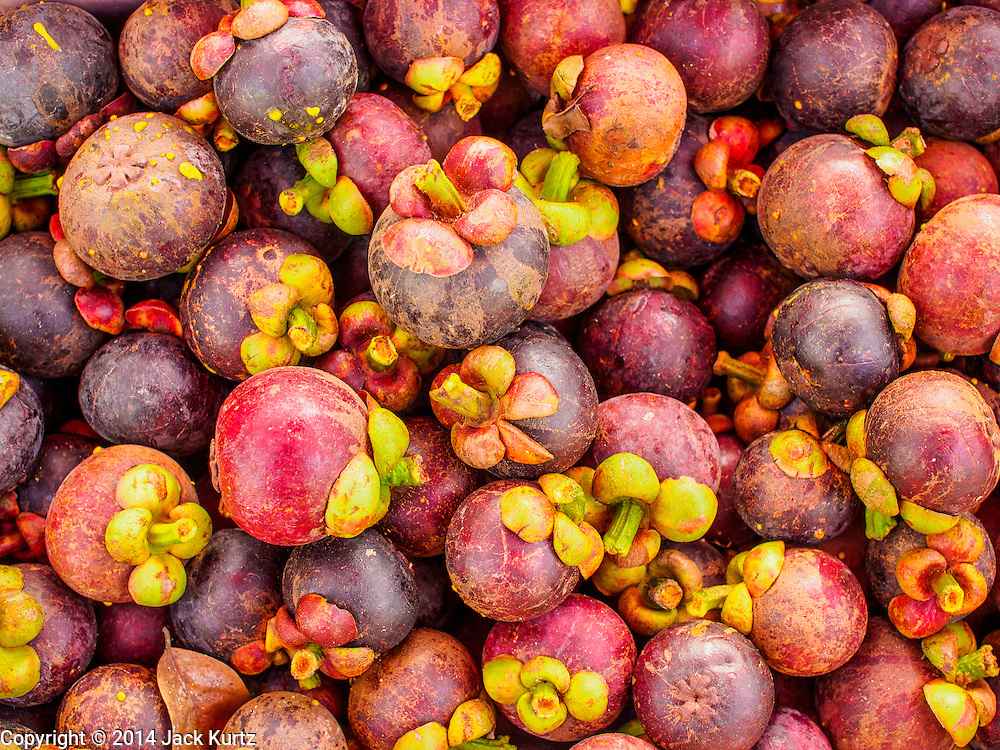 27 JULY 2014 - HAT YAI, SONGKHLA, THAILAND:   Mangosteen fruit for sale in Hat Yai. Hat Yai is the 4th largest city in Thailand and the largest outside of the Bangkok metropolitan area. It's less the 50 miles from the Malaysian border and is a popular vacation spot for Malaysian and Singaporean tourists.     PHOTO BY JACK KURTZ